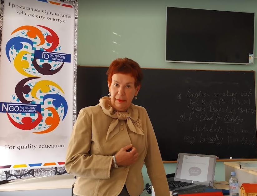 Олена Попова